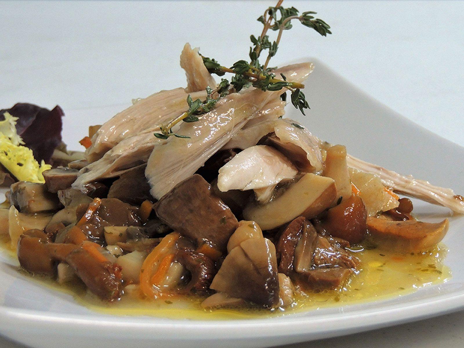 Cocina del Gastrobar Pit´s en Cuenca - Ensalada de setas y ave